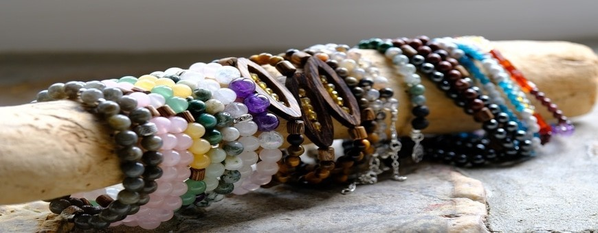 artisanal and original creation of natural costume jewelry